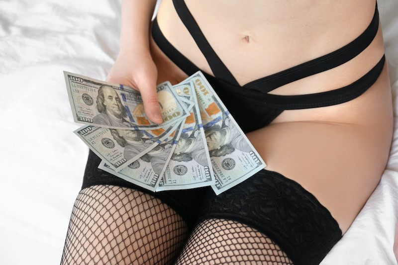 Woman making money on Pantydeal