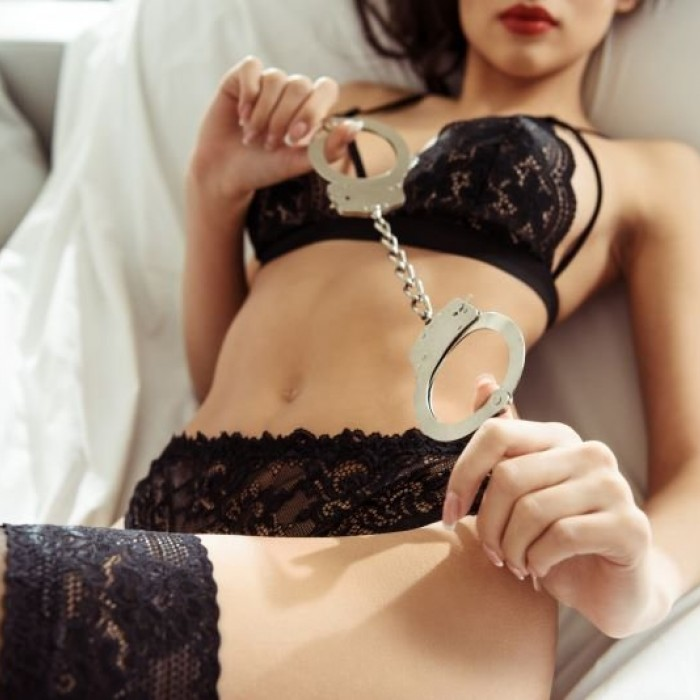 6 Tips and Tricks for Using Handcuffs During Sex